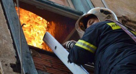 Πυρκαγιά σε εξέλιξη σε διαμέρισμα στη Βούλα