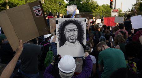 Εκατοντάδες διαδηλωτές συγκεντρώθηκαν έξω από τον Λευκό Οίκο παρά την απαγόρευση κυκλοφορίας