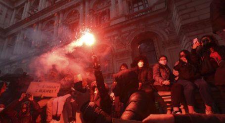 Συγκρούσεις διαδηλωτών με έφιππους αστυνομικούς στο Λονδίνο