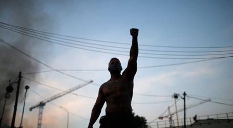 14 αστυνομικοί τραυματίστηκαν στις αντιρατσιστικές διαδηλώσεις