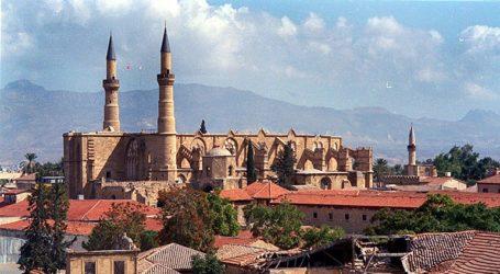 Κρέμασαν σημαία του Βυζαντίου σε τζαμί στην Κύπρο