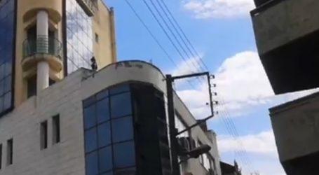 Γυναίκα εγκλωβίστηκε σε μπαλκόνι μετά από πυρκαγιά σε πολυκατοικία