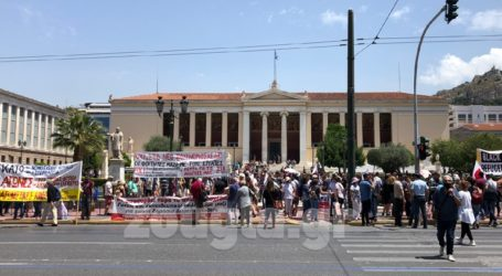 Πανεκπαιδευτικό συλλαλητήριο στα Προπύλαια και πορεία στη Βουλή
