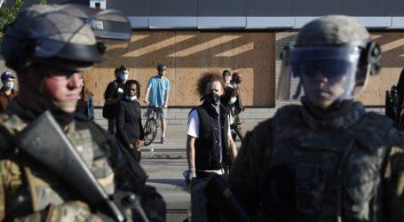 Με βαρύ οπλισμό οι Αμερικανοί αστυνομικοί