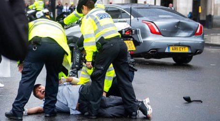 Διαδηλωτής «πετάχτηκε» μπροστά στη Jaguar του Μπόρις Τζόνσον προκαλώντας ατύχημα
