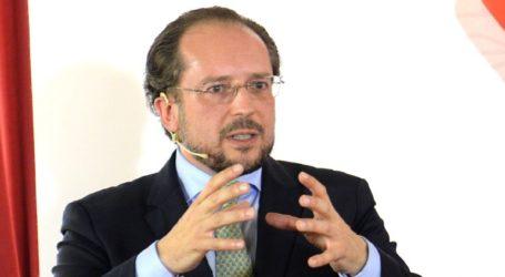 Ο υπουργός Εξωτερικών δεν αποκλείει ανάκληση του ανοίγματος των συνόρων