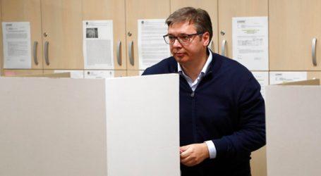 Εκλογικό θρίαμβο του Αλ. Βούτσιτς με 63% δείχνουν οι εκτιμήσεις αποτελέσματος