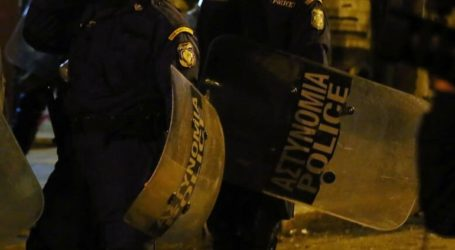 Μικροένταση στα Εξάρχεια μεταξύ αστυνομικών και συγκεντρωμένων