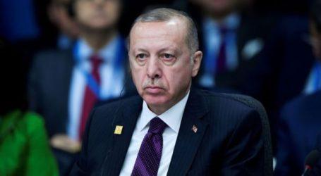 Ο Ερντογάν έκλεισε το πανεπιστήμιο, συνιδρυτής του οποίου ήταν ο Αχμέτ Νταβούτογλου