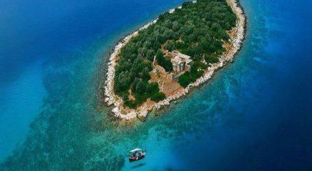 Αυτό το νησί δεν είναι στην Καραϊβική, αλλά στον Παγασητικό!