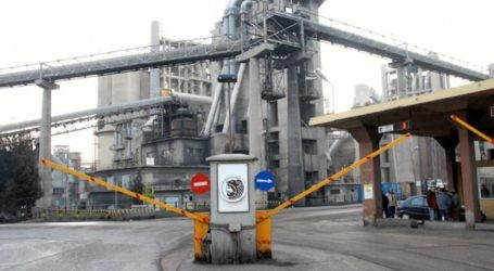 Τώρα: Τέσσερα πυροσβεστικά οχήματα σπεύδουν στο εργοστάσιο της ΑΓΕΤ