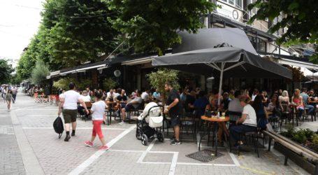 Γεμάτα τα καφέ, αρκετός κόσμος στην αγορά το μεσημέρι του Σαββάτου στη Λάρισα – Δείτε φωτορεπορτάζ