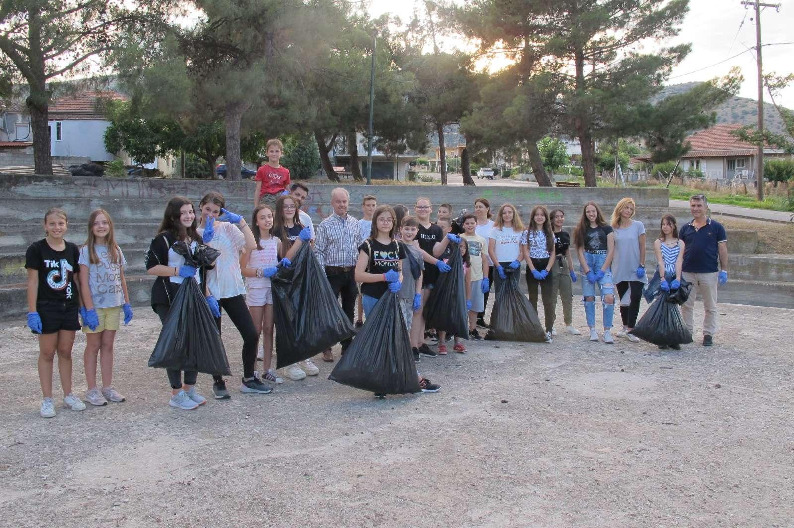 Περιβαλλοντική δράση από παιδιά στο δήμο Τεμπών (φωτο)