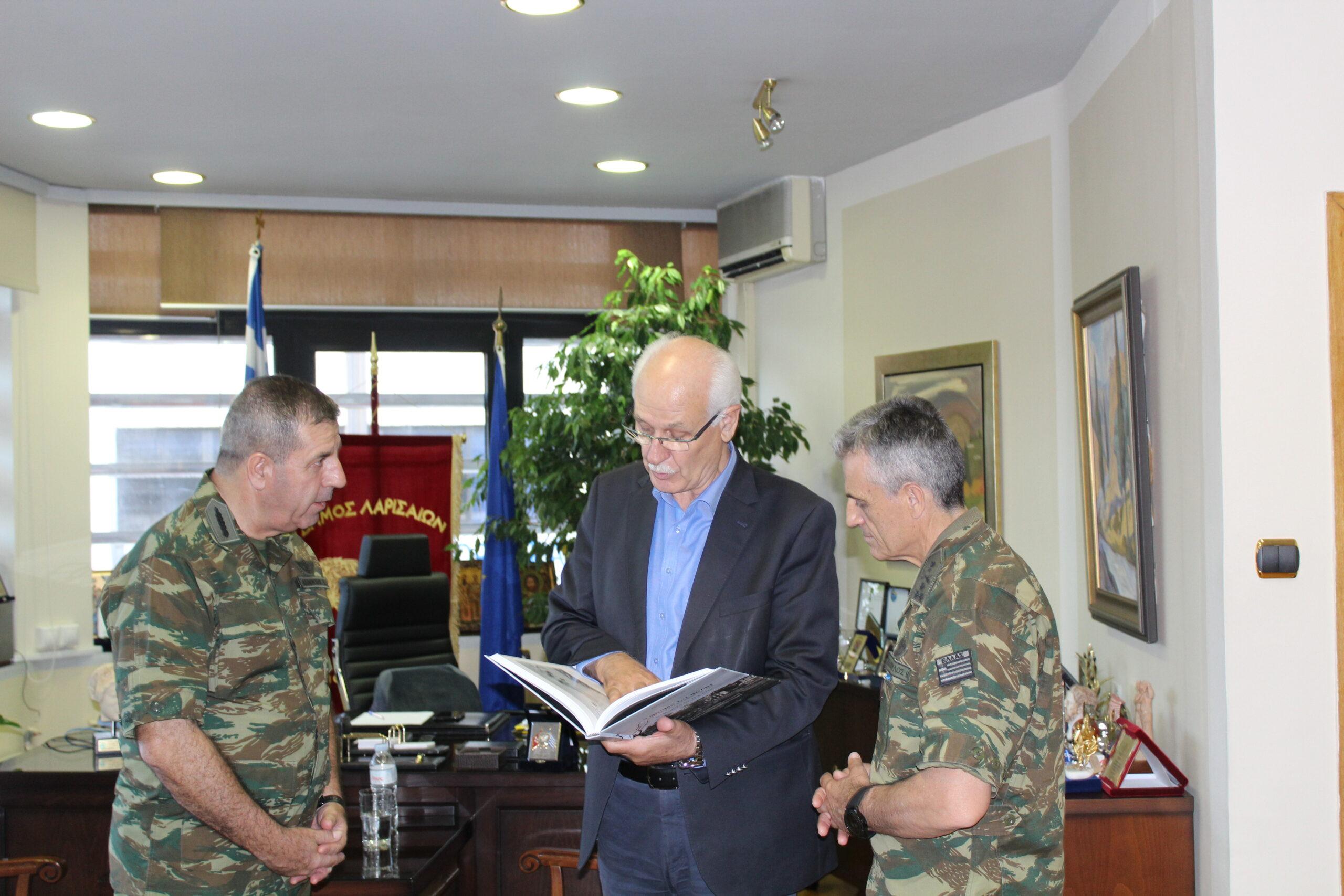 Δήμος Λαρισαίων: Άρρηκτη η σχέση της Λάρισας με τον Στρατό Ξηράς και τις Ένοπλες Δυνάμεις