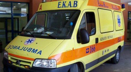 Μοτοσικλετιστής κατέρρευσε έξω από το Κ.Υ. Ελασσόνας μετά από συνεχόμενα τσιμπήματα εντόμου