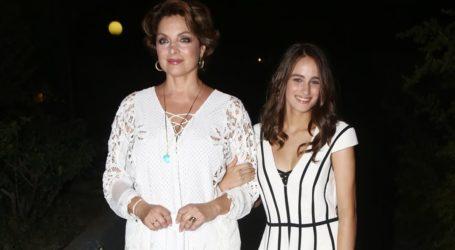 Άντζελα Γκερέκου: Η κόρη της ποζάρει με το φόρεμα που φορούσε η ίδια στην εφηβεία της
