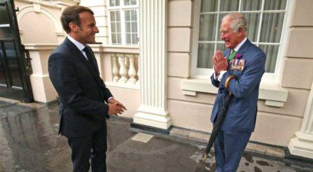 O πρίγκιπας Κάρολος και η Καμίλα βρήκαν πώς θα χαιρετούν τους επισήμους μετά την πανδημία