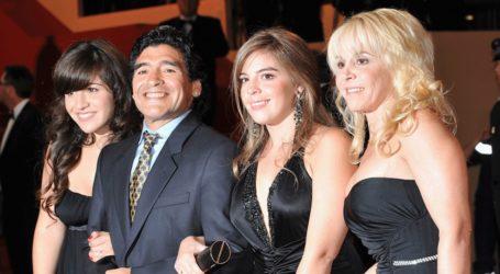 Οι κόρες του Diego Maradona ετοιμάζουν αγωγή εναντίον του