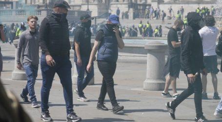 Ακροδεξιοί συγκρούστηκαν με διαδηλωτές κατά του ρατσισμού