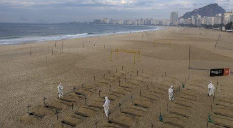 100 τάφοι στην Κοπακαμπάνα προς τιμή των νεκρών του Covid-19