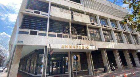 Συναγερμός στο Δήμο Λαρισαίων από εκπαιδευτικό θετικό στον κορωνοϊό που επισκέφθηκε το δημαρχείο