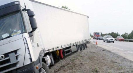 Έκλεισε η παλαιά εθνική οδός Λάρισας – Βόλου: Εκτροπή φορτηγού