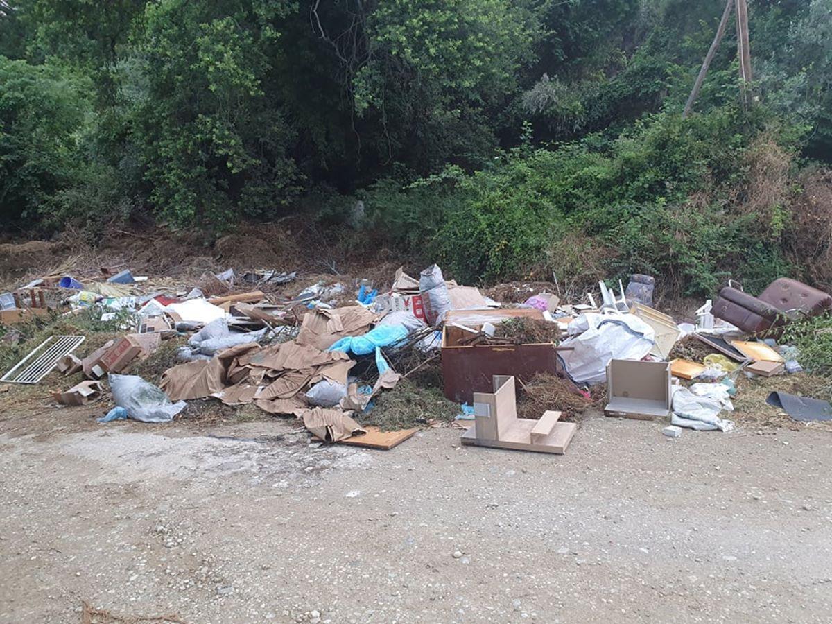 Παράνομη χωματερή στον Αγιόκαμπο γεμάτη φίδια και τρωκτικά, επικίνδυνη για τη δημόσια υγεία (φωτο)
