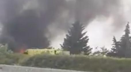 Φωτιά σε ασθενοφόρο κοντά στο Βελεστίνο – Δείτε βίντεο