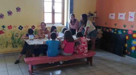 Καλοκαιρινή δημιουργική απασχόληση παιδιών από τη Λέσχη Εργ. Κοριτσιού [εικόνες]