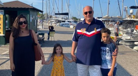 Οικογενειακές διακοπές στη Σκιάθο για τον Αχιλλέα Μπέο