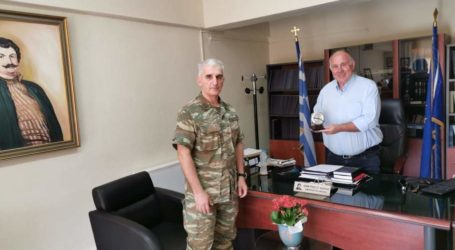Με τον διοικητή του 304 ΠΕΒ συναντήθηκε ο Δήμαρχος Ρήγα Φεραίου
