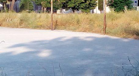 Λάρισα: Δεν είναι ο Αμαζόνιος …αλλά το γήπεδο πίσω από τον ΟΕΑΔ – Νέα έκκληση πολιτών για κοπή χόρτων (φωτο)