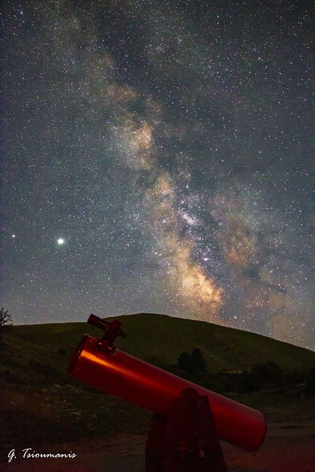 Με το βλέμμα στο άπιαστο… Οι Λαρισαίοι που παρατηρούν τα άστρα και τους πλανήτες (φωτο)