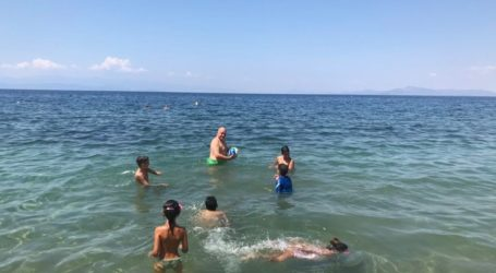 Αχιλλέας Μπέος: Παιχνίδια στη θάλασσα με τον γιό του – Δείτε εικόνες και βίντεο