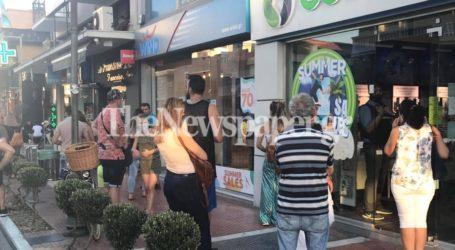 Καθημερινές οι ουρές σε καταστήματα τηλεφωνίας στο κέντρο του Βόλου [εικόνες]