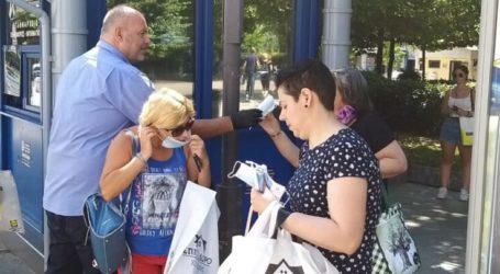 Μάσκες προσώπου μοίρασε στο κοινό το αστικό ΚΤΕΛ