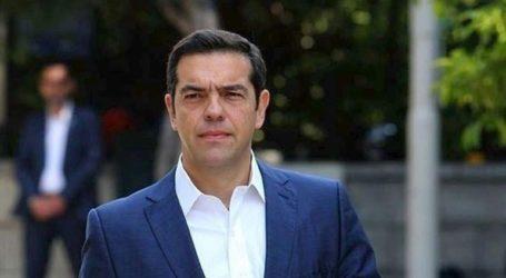 Η χώρα έχει έναν πρωθυπουργό που αντί να δώσει λύσεις, υποτιμά τη νοημοσύνη των Ελλήνων