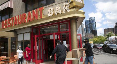 Αναβλήθηκε η επαναλειτουργία των εστιατορίων στη Νέα Υόρκη