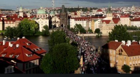 Έτσι αποχαιρέτησαν στην Πράγα τον κορωνοϊό