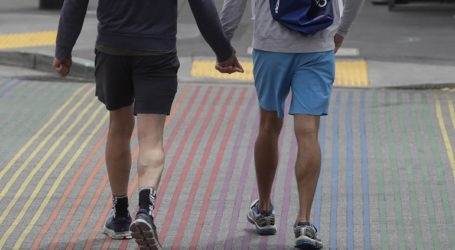 Υιοθετήθηκε νομοσχέδιο που επιτρέπει στους ομοφυλόφιλους να συνάπτουν σύμφωνο συμβίωσης