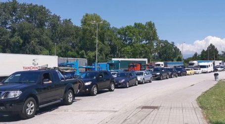 Ουρά 10 χλμ. σχηματίζουν τα αυτοκίνητα στον Προμαχώνα