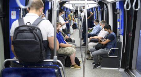 Οι επιβάτες υποχρεούνται πλέον να φορούν μάσκες στα μέσα μαζικής μεταφοράς