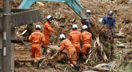 Τουλάχιστον 58 οι νεκροί από τις πλημμύρες και τις κατολισθήσεις
