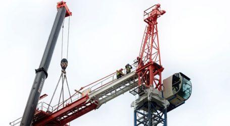 Γερανός καταπλάκωσε κτίριο στο Λονδίνο παγιδεύοντας ενοίκους