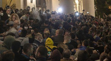 Επεισόδια στις διαδηλώσεις σε Βελιγράδι και Νόβισαντ