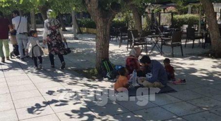 Ο Δήμος Αθηναίων αφαίρεσε τα παγκάκια από την πλατεία Βικτωρίας όπου συγκεντρώνονται μετανάστες