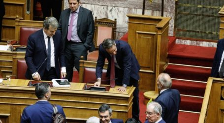 Ένταση στη Βουλή για τα επεισόδια στο Σύνταγμα