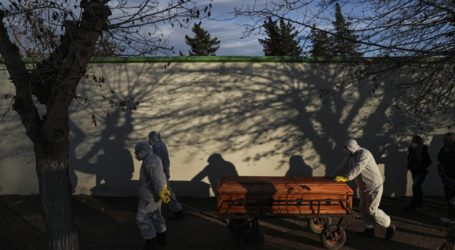 99 νέοι θάνατοι και 3.058 νέα κρούσματα