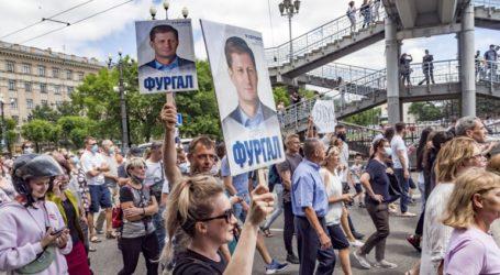 Νέα διαδήλωση σε διαμαρτυρία για τη σύλληψη κυβερνήτη