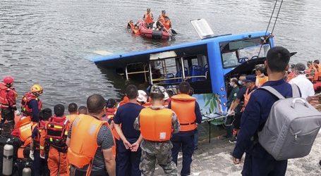 Οδηγός προκάλεσε την πτώση λεωφορείου σε λίμνη με αποτέλεσμα τον θάνατο 21 ανθρώπων
